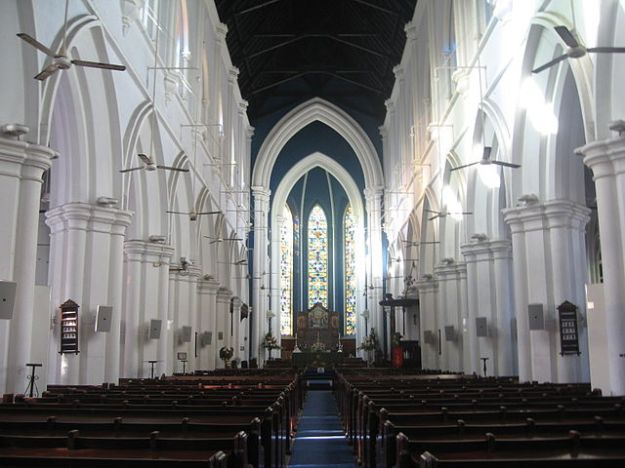 640px-Saint_Andrew's_Cathedral,_Singapore_4
